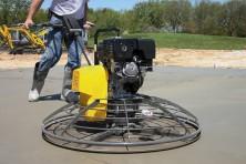 Как правильно затирать бетон вертолетом?